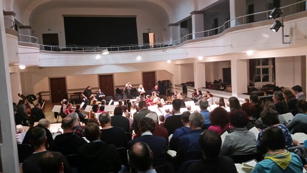 solistenchororchesterprobeprag